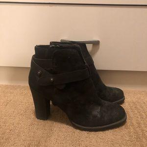 Crown Vintage suede black bootie heel